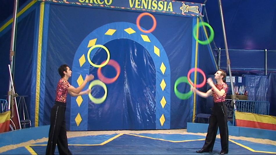 Le cirque didiland parc d 39 attractions morsbronn en - Image jongleur cirque ...