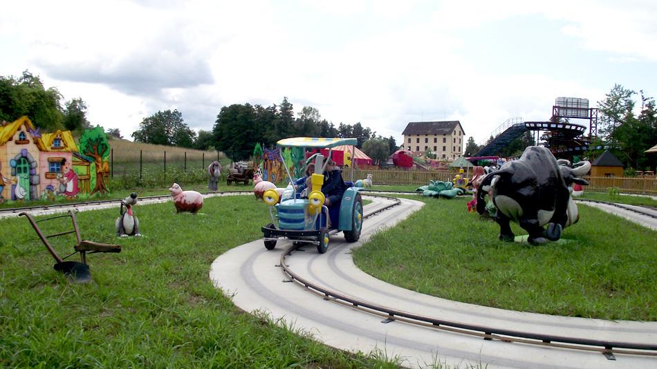 Les tracteurs rigolos didiland parc d 39 attractions - Tracteur rigolo ...